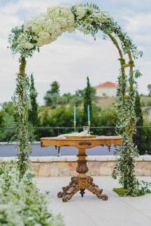 Στολισμος αψιδας με λουλουδια