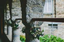 Ανθοστολισμος εκκλησιας με αγριολουλουδα