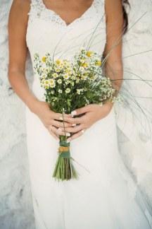 Νυφικη ανθοδεσμη με αγρια λουλουδια