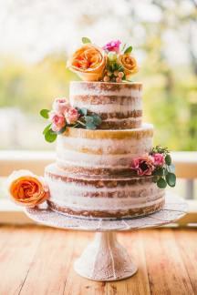 Naked τουρτα γαμου με λουλουδια