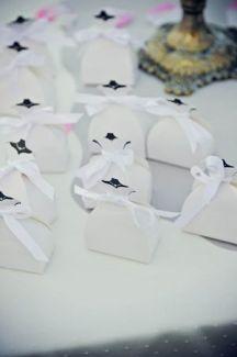 Μπομπονιερες – λευκα κουτακια