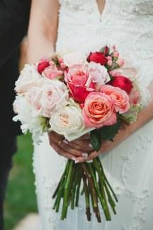Νυφικο μπουκετο με τριανταφυλλα