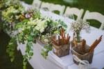 Διακοσμηση γαμου με rustic λεπτομερειες και λουλουδια