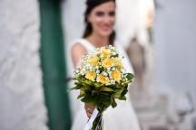 Νυφικη ανθοδεσμη με κιτρινα λουλουδια