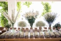 Διακοσμηση με λευκα λουλουδια