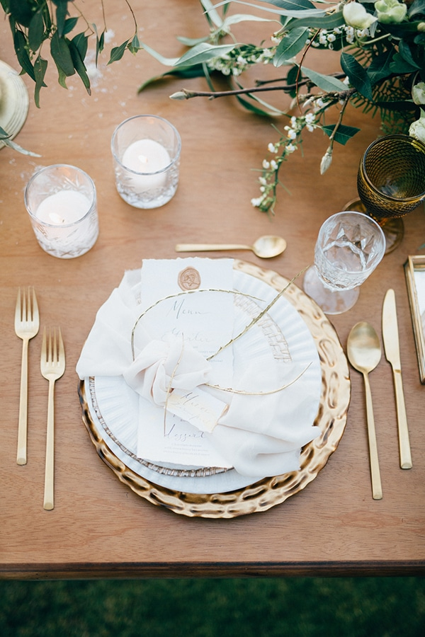 gorgeous-styled-shoot-with-gold-details-15
