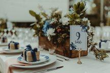Ρομαντικη και ρουστικ διακοσμηση στο χωρο της δεξιωσης