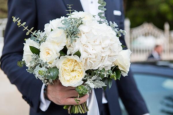 Νυφικη ανθοδεσμη με ορτανσιες και David Austin τριανταφυλλα