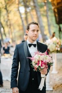 Ρομαντικη νυφικη ανθοδεσμη με ροζ πιπερι