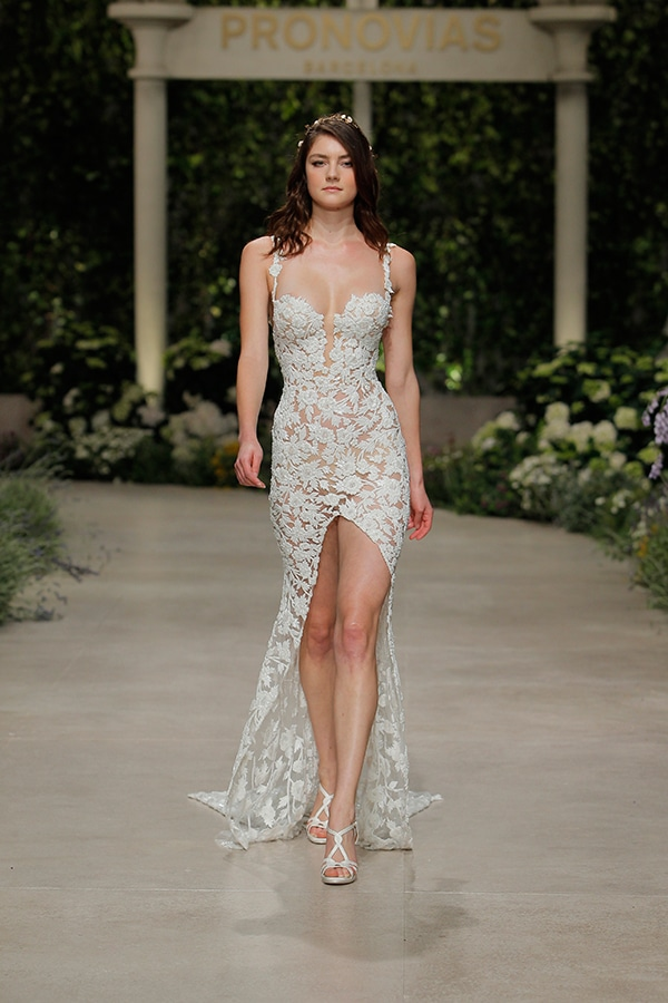gorgeous-fashion-show-that-mesmerize-us-pronovias-barcelona_15