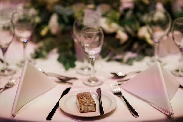 beautiful-wedding-greenery-white-flowers_24