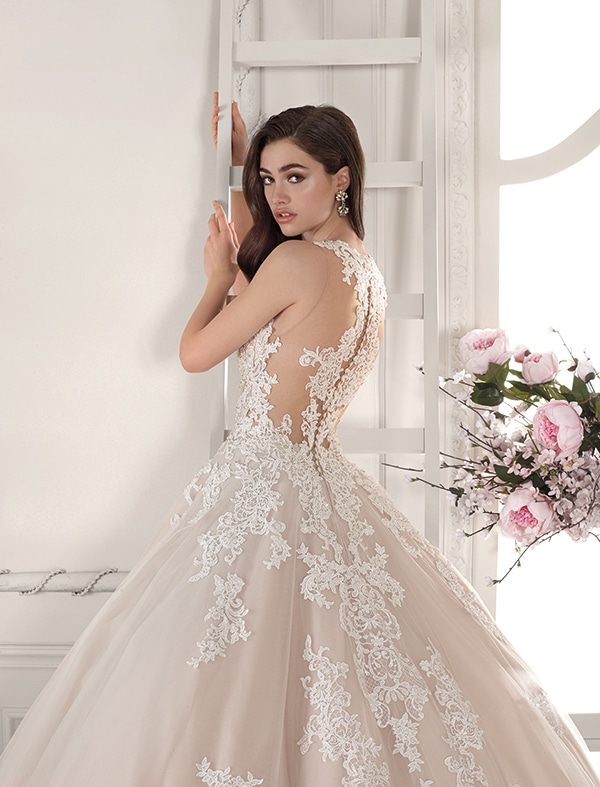 wedding-dresses-with-amazing-details-demetrios-bridal-collection-2019_04