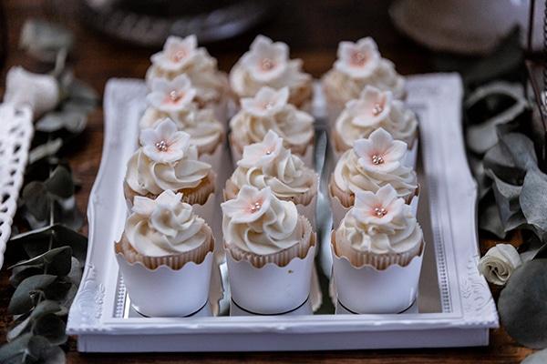 impressive-wedding-dessert-table-ideas_05