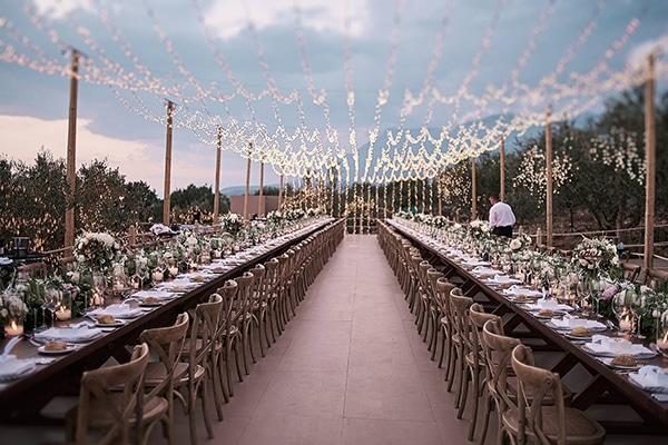 512a7b8b4a72 Ονειρική διακόσμηση γάμου με ατμοσφαιρικό φωτισμό