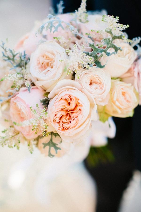 Nυφικη ανθοδεσμη με τριανταφυλλα