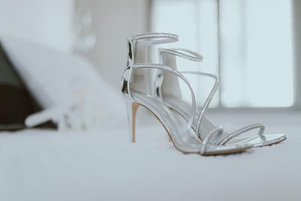 modern-romantic-wedding-white-hues_03