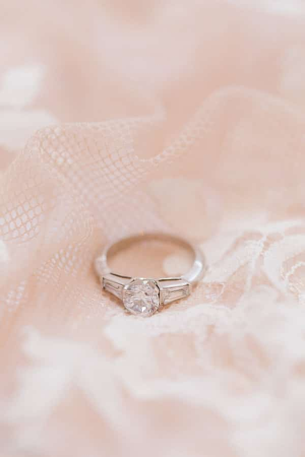 shiny-engagement-rings-special-moment_04