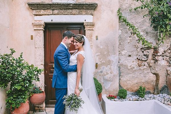 71bb67ed2aae Elegant γάμος με λεβάντα στη Μονεμβασιά