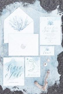 Προσκλητηρια γαμου σε λευκες και μπλε αποχρωσεις