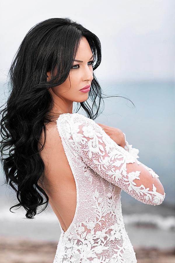 elegant-chic-wedding-main-colour-white_04