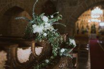 Στολισμος εκκλησιας με πρασιναδα και λευκα ανθη