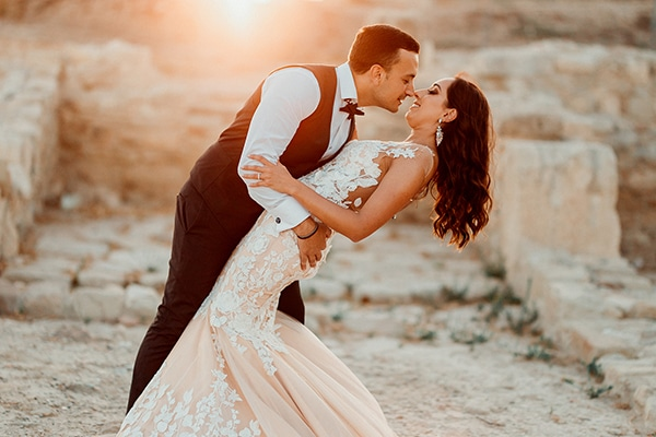 beautiful-rustic-summer-wedding-paphos_01x