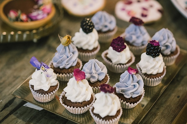unique-sweet-creations-edible-flowers_10