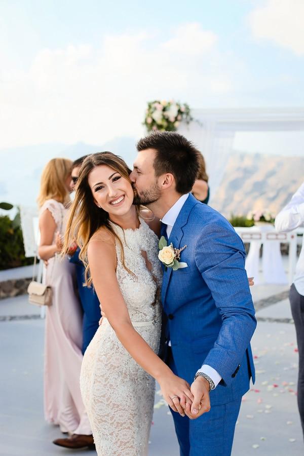 romantic-summer-wedding-idyllic-santorini_21