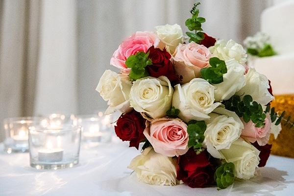 Πανεμορφη νυφικη ανθοδεσμη απο τριανταφυλλα