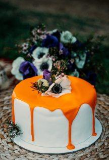 Ιδιαιτερη τουρτα γαμου με λουλουδια