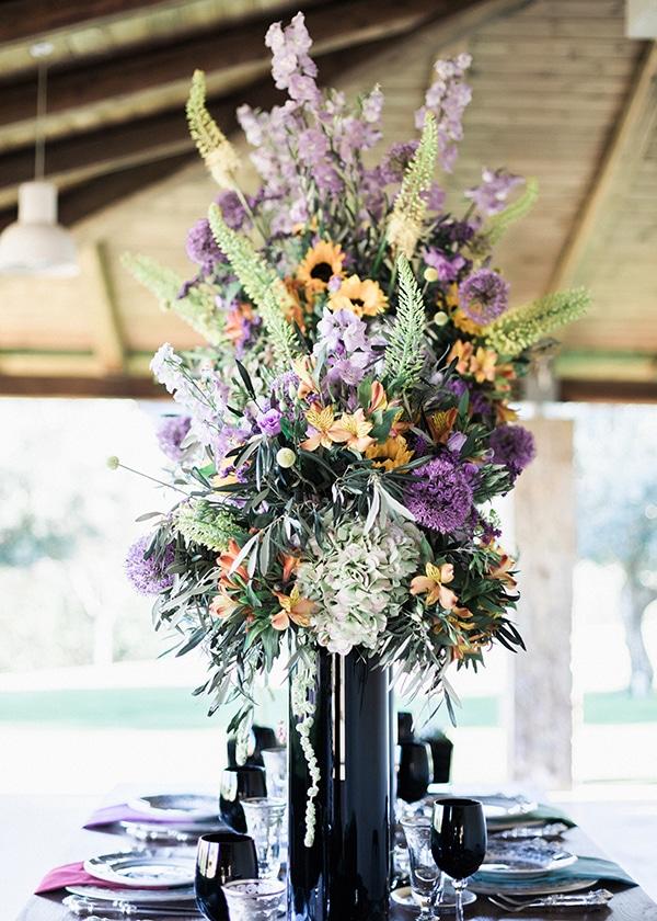 Στολισμος τραπεζιου με μπουκετα λουλουδιων