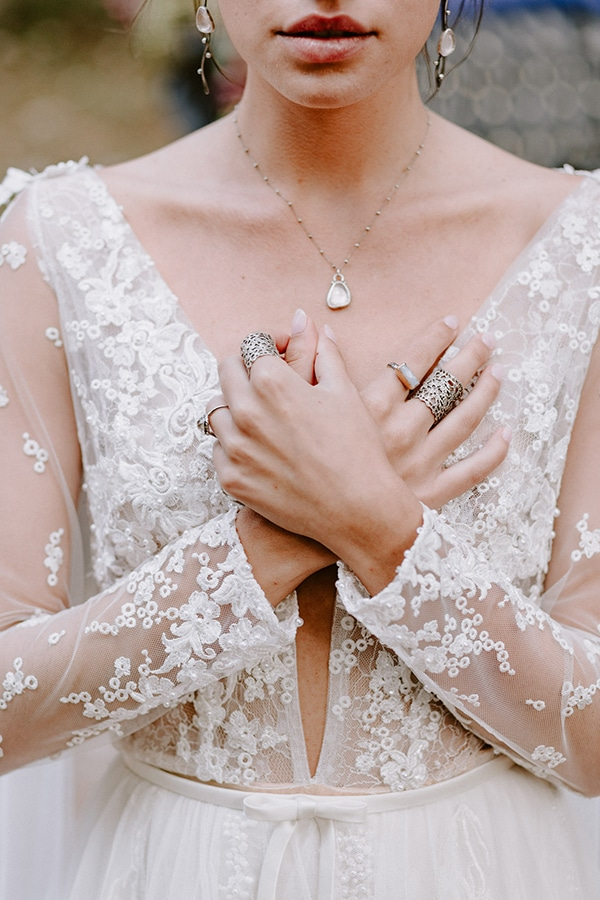 dreamy-fall-styled-shoot-woods-warm-color-tones_13x