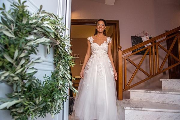 elegant-winter-wedding-tinos-olive-gold-details_10