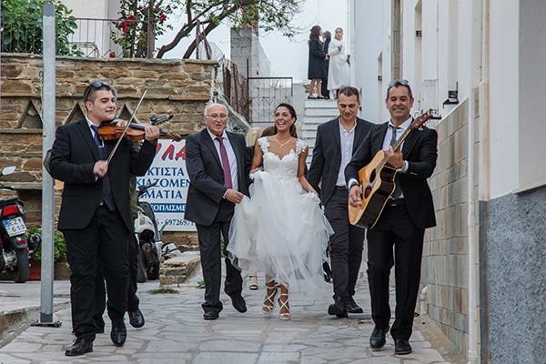 elegant-winter-wedding-tinos-olive-gold-details_12