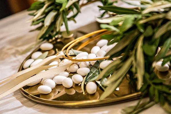 elegant-winter-wedding-tinos-olive-gold-details_19