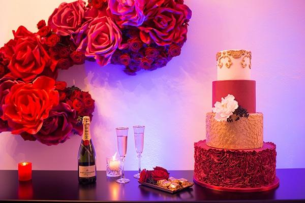 luxurious-elegant-christmas-styled-shoot-burgundy-hues_02x