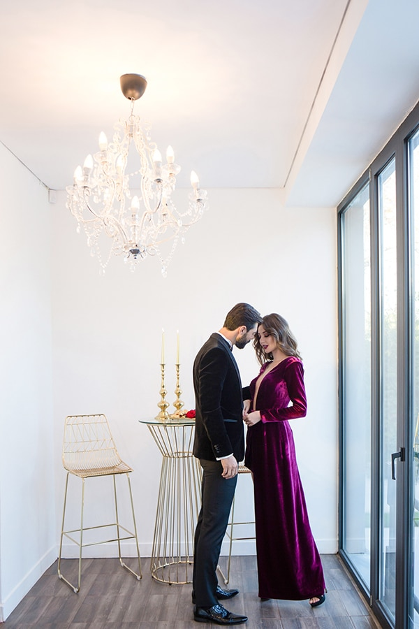 luxurious-elegant-christmas-styled-shoot-burgundy-hues_03