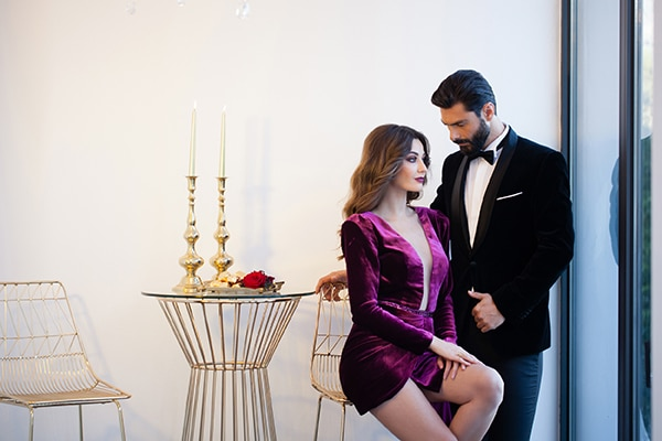 luxurious-elegant-christmas-styled-shoot-burgundy-hues_03x