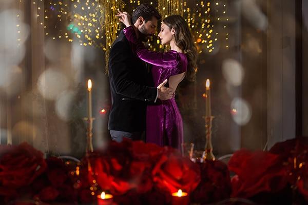 luxurious-elegant-christmas-styled-shoot-burgundy-hues_23