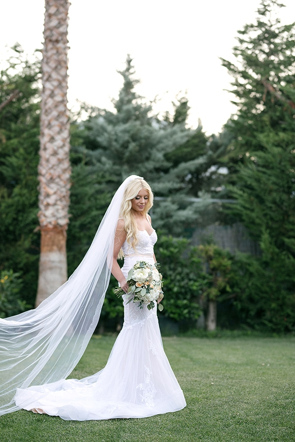 romantic-wedding-athens-peach-white-hues_29