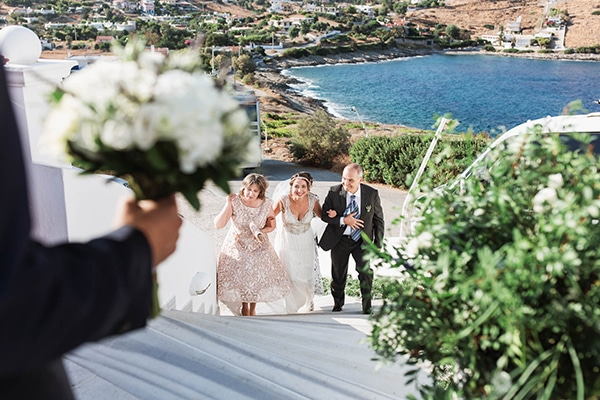 summer-wedding-laas-greenery-white-flowers_17