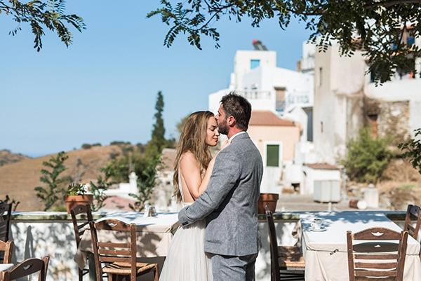 summer-wedding-kea-island-backdrop-endless-blue-sea_00
