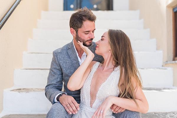 summer-wedding-kea-island-backdrop-endless-blue-sea_01x