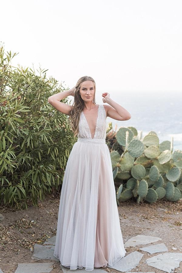 summer-wedding-kea-island-backdrop-endless-blue-sea_09