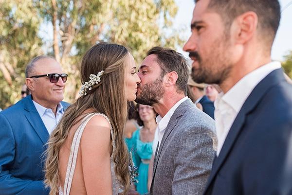 summer-wedding-kea-island-backdrop-endless-blue-sea_16