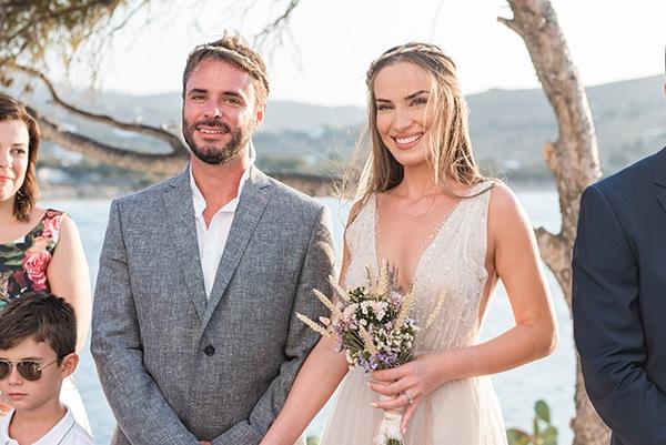 summer-wedding-kea-island-backdrop-endless-blue-sea_17