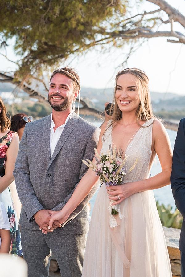 summer-wedding-kea-island-backdrop-endless-blue-sea_18