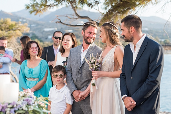 summer-wedding-kea-island-backdrop-endless-blue-sea_19
