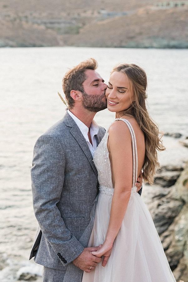 summer-wedding-kea-island-backdrop-endless-blue-sea_20
