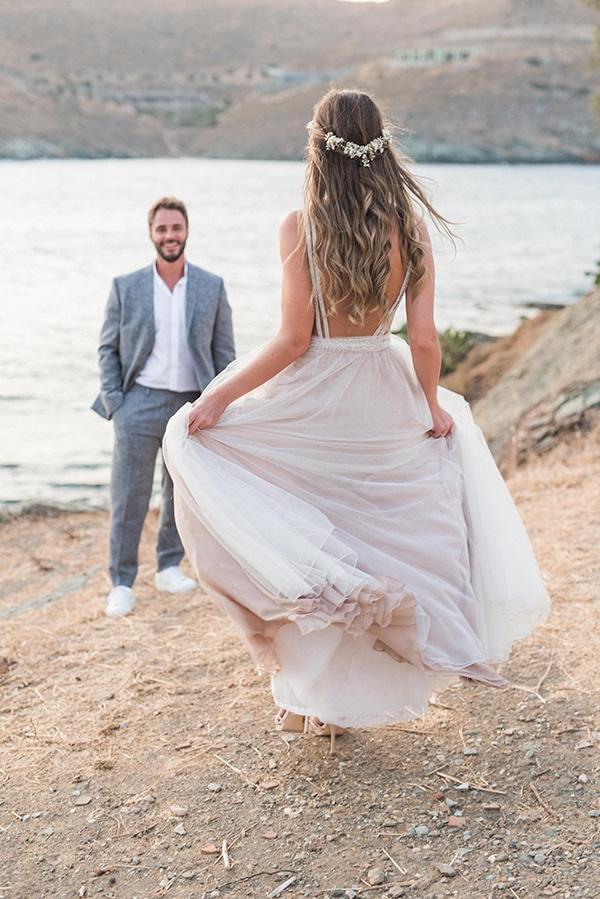 summer-wedding-kea-island-backdrop-endless-blue-sea_21x
